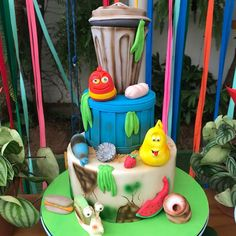 Esse precisou de estudo... Assisti a alguns vídeos, eles são nojentos, comem lixo, peidam, vomitam... Mas as crianças gostam 🤷 então, o… Thomas Birthday Parties, 5th Birthday, Birthday Cake, Larva Cartoon, Cartoon Wallpaper Iphone, Cake Toppers, Jackson, Instagram, Cooking