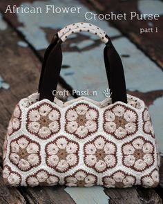 Luty Artes Crochet: Adorei esta bolsa com uma montagem bem simples,muito linda!!!!