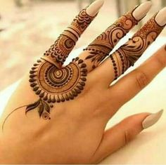 Explore latest Mehndi Designs images in 2019 on Happy Shappy. Mehendi design is also known as the heena design or henna patterns worldwide. We are here with the best mehndi designs images from worldwide. Finger Henna Designs, Mehndi Designs For Girls, Mehndi Designs 2018, Modern Mehndi Designs, Mehndi Designs For Fingers, Mehndi Design Photos, Henna Designs Easy, Beautiful Mehndi Design, Mehndi Fingers