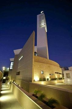 Mosque Architecture, Religious Architecture, Futuristic Architecture, Contemporary Architecture, Art And Architecture, Beautiful Mosques, Islamic World, Grand Mosque, Buildings
