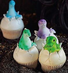 Are you ready now to prepare these extraordinary Jurassic World Inspired Cakes to your kids? Go mommies!