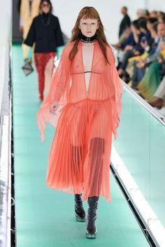 Gucci Spring 2020 Ready-to-Wear Fashion Show - Gucci Spring 2020 Ready-to-Wear Collection – Vogue - Gucci Fashion, Fashion 2020, Daily Fashion, Runway Fashion, High Fashion, Luxury Fashion, Womens Fashion, Milan Fashion, Street Fashion