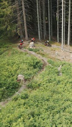 Der naturbelassene, handgebaute Single Trail startet oberhalb der Forsthofalm und schlängelt sich durch einen Mischwald hinunter in das Schwarzleotal. Auf 1800 Metern erwarten dich mehrere Northshores, technische Spitzkehren und flowige Passagen mit einem tollen Ausblick auf die Leoganger Steinberge.  Berg, Trail, Country Roads, Inspiration, Woodland Forest, Nature, Biblical Inspiration, Inspirational, Inhalation