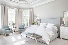 "1,238 mentions J'aime, 10 commentaires - Kathy Kuo Home (@kathykuohome) sur Instagram : ""Symmetry and a soft welcoming palette make this bedroom don't you think?? Designed by…"""