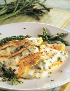 Crespelle ripiene di patate e asparagi - Cucina Naturale ✫♦๏☘‿FR Oct ༺✿༻☼๏♥๏写☆☀✨ ✤ ❀‿❀ ✫❁`💖~⊱ 🌹🌸🌹⊰✿⊱♛ ✧✿✧♡~♥⛩ ⚘☮️❋ Crespelle Recipe, Ricotta, Healthy Cooking, Healthy Eating, Quiche, Vegetarian Recipes, Healthy Recipes, Daily Meals, Food Menu