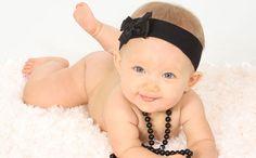 CUTE infant photo idea!