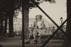 Couple Portrait session in Paris with weddingLight shot at the Isle de la cité