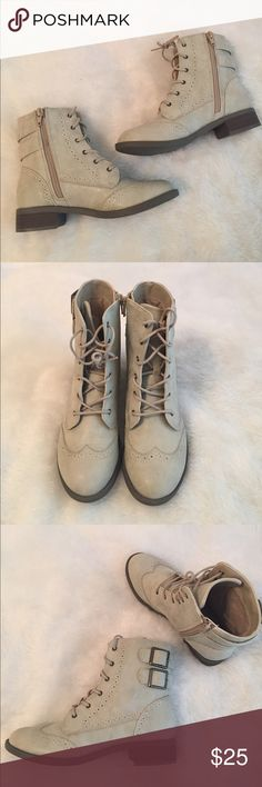 Ankle combat boots A dirty cream colored pair of ankle combat boots from American eagle in a size 5. Have never been worn so still in excellent condition! American Eagle Outfitters Shoes Combat & Moto Boots