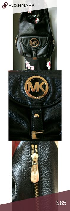 """Michael Kors Fulton Black pebbled Leather Satchel Fabulous Michael Kors Fulton bag. Just the right size for everyday use. Not a lot of wear. Leather on back has softened from use, but no damages to the finish. Some minor scratches on front emblem. Lining is pristine. Hook for keys on the inside. Bag is 11"""" H x 14"""" L x 6"""" D. Strap drop approx. 8"""". Inside 4 accessory compartments & 1 side zippered pocket.Bag comes conditioned and treated with a protectant to keep your bag looking great.  Get…"""