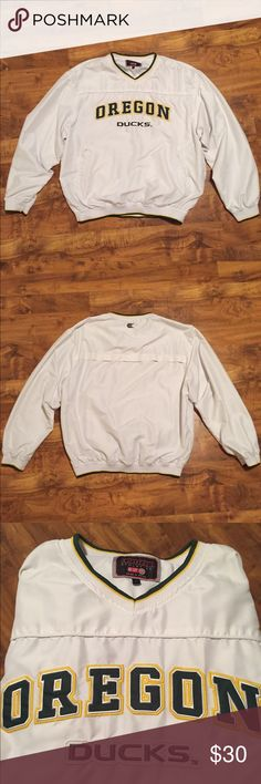 Oregon Duck men's V neck pullover Hey all you Oregon Duck lovers! My husband decided to clean out his vast collection of Oregon Duck clothes, starting with this Vneck pullover. White, size Large, mesh interior lining throughout. Side pockets. Please note there are two VERY TINY little grey imperfections on the front towards the right side pocket. I never knew they were there until I was taking these pixs. Anyway, this is a great piece. All the right colors for any new season color-change…