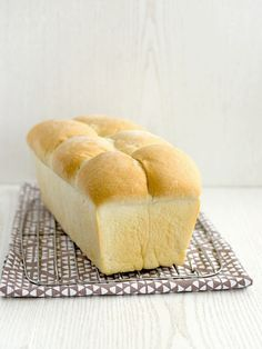 Pradobroty: Toastový máslový chléb Eton Mess, Bread And Pastries, Hot Dog Buns, Food Dishes, Cornbread, Hamburger, Ale, Sandwiches, Toast
