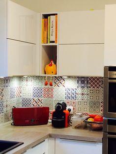 Patchwork tile kitchen! Project: Marcela Madureira