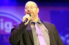 """Dieter Lintz moderiert die """"Night of Music"""" in der Trierer Arena."""