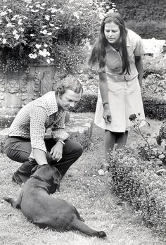 "kronprinsessa: Vintage Swedish Royal Family Spam: 10 / ∞ Newly married Queen Silvia and King Carl XVI Gustaf and their labrador ""Charlie"" outside Sollidenvägen on Öland [August Princess Estelle, Princess Margaret, Crown Princess Victoria, Princess Of Wales, Queen Silvia, Queen Elizabeth Ii, Queen Of Sweden, Royal Video, Swedish Royalty"