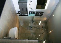 Glazen scheidingswand in badkamer