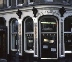 London - Jermyn Street - Harvie & Hudson Great barber shop exterior