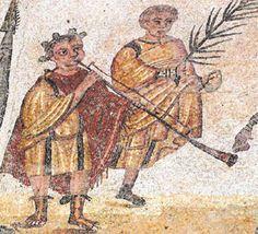 LITUUS ROMANO Usado por los romanos como trompeta de señales empleada en la caballería militar y para acompañar música procesional y en ritos funerarios. Por esto, es uno de los motivos más repetidos en la iconografía de los sarcófagos romanos. La tradición recoge el lituus como trompeta sacerdotal que fue empleada por Rómulo cuando proclamó el título de su ciudad. Era una especie de larga trompeta cilíndrica de bronce, de dimensiones variables (de 75 cm aproximadamente a 1,40 m de largo...