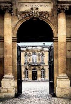 Entrance to Hôtel de Goyon-Matignon, 57 Rue de Varenne. This exquisite Hôtel is now the official residence of the Prime Minister of France but in the late eighteenth century it was the Paris home of Honoré III de Matignon, Prince de Monaco