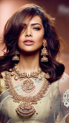 Pin by Sultana Perbeen on Beautiful Actresses - Jewelry - . - Pin by Sultana Perbeen on Beautiful Actresses – Jewelry – code - Indian Wedding Jewelry, South Indian Jewellery, Indian Jewellery Design, Indian Jewelry, Bridal Jewelry, Jewelry Design, Designer Jewellery, Jewellery Shops, Handmade Jewellery
