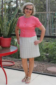 Learn how to sew a pencil skirt with zipper, start with basic skirt pattern drafting, learn draping method of pattern making. Pencil Dress Outfit, Pencil Skirt Casual, Pencil Skirt Outfits, Denim Pencil Skirt, High Waisted Pencil Skirt, Pencil Skirt Black, Pencil Skirts, Denim Skirt, Pencil Dresses
