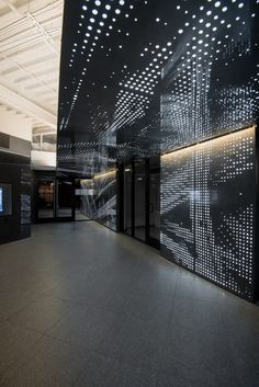 Image 2 of 36 from gallery of Connexion / Patrick Tighe Architecture. Photograph by Matthew Momberger Plafond Design, Office Lobby, Interior Architecture, Interior Design, Innovation Centre, Commercial Interiors, Ceiling Design, Building Materials, Office Interiors