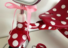Too cute!! A Polka Dot Tricycle Makeover with vinyl