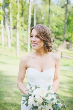 beautiful loose side chignon   Photography by wephotographie.com