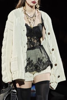 Dolce & Gabbana Fall 2020 Ready-to-Wear Collection - Vogue Look Fashion, High Fashion, Fashion Show, Fashion Design, Petite Fashion, French Fashion, Modest Fashion, Luxury Fashion, Couture Fashion