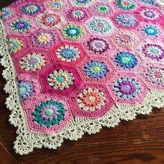 Sunburst Flower Join as you go baby blanket: free pattern/tutorial ༺✿ƬⱤღ https://www.pinterest.com/teretegui/✿༻