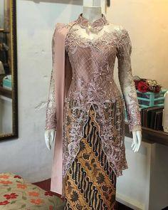 Model Dress Kebaya, Model Kebaya Muslim, Model Kebaya Modern, Dress Brokat Modern, Kebaya Modern Dress, Batik Fashion, Hijab Fashion, Brides Mom Dress, Kebaya Lace