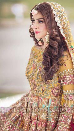 Pakistani Mehndi Dress, Beautiful Pakistani Dresses, Pakistani Formal Dresses, Pakistani Wedding Outfits, Pakistani Wedding Dresses, Pakistani Dress Design, Mehendi, Pakistani Bride Hairstyle, Wedding Lehanga