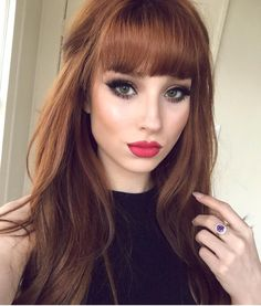 Great Absolutely Free Auburn Hair fringe Concepts If you've already considere. Red Hair Color, Cool Hair Color, Red Hair Red Lips, Hair Color For Fair Skin, Hairstyles With Bangs, Pretty Hairstyles, Bangs Hairstyle, Auburn Hair, Auburn Red
