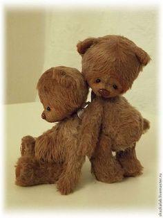 Купить или заказать Мо и По (10 см) в интернет-магазине на Ярмарке Мастеров. Братишки Мо и По - двойняшки, которые очень любят друг друга, но в их жизни не хватает заботливой мамы. У Мо сердечко на лапке, у По - на груди. Цена за одного мишку.