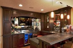 This homeowner can catch all the best #MarchMadness games at his own automated bar.