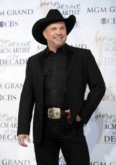 Garth Brooks, I am obsessed. He is my all time favorite! :)