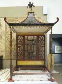 Chinese old furniture like use some animal's and flower as pattern ,and is emphasize on a meaning, like use a lot of curve,and most of them is very detailed