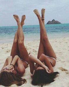 Photography Ideas: Beach Pics With Friends Strandbilder mit Freunden toll und super funtastic 57 Beach Foto, Beach Bum, Beach Trip, Summer Beach, Bikini Beach, Summer Bikinis, Beach Girls, Ocean Beach, Hot Bikini