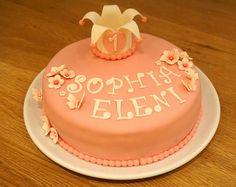 Nydelig sjokoladekake med oreokrem til en liten prinsesse :) Cake, Desserts, Food, Tailgate Desserts, Deserts, Mudpie, Meals, Dessert, Yemek