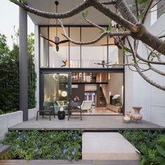 A Contemporary 3-Storey Townhome in Bangkok, Thailand