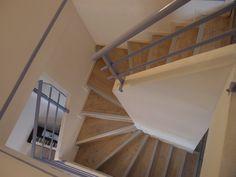 Pose de parquet sur un escalier en béton