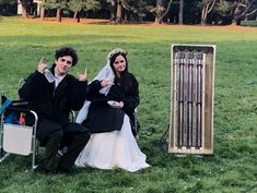 15 Pics Of The Little Women Cast On Set That Are Period And Modern At The Same Time beauty women Louis Garrel, Michael Scott, Louisa May Alcott, Friends Tv Show, Agatha Christie, Laura Dern, Timmy T, Florence Pugh, Harry Potter