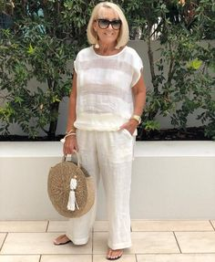 Best Outfits For Women Over 50 - Fashion Trends Over 60 Fashion, Mature Fashion, Over 50 Womens Fashion, 50 Fashion, Plus Size Fashion, Fashion Outfits, Fashion Trends, Fashion Styles, Stylish Outfits