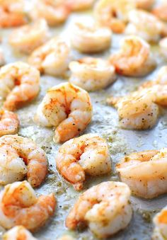 my mouth is totally watering! > Easy Ginger Lime Roasted Shrimp Recipe from @wearsmanyhats