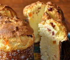 Breakfast and brunch moist homemade sweet bread, sweet bread . Mexican Sweet Breads, Mexican Bread, Mexican Food Recipes, Sweet Recipes, Bread Bar, Pan Bread, Mexican Bakery, Crazy Cakes, Panettone