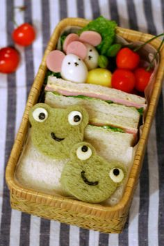 Froggy Sandwich Kyaraben Bento by chica ide tikusnya lucu Cute Bento Boxes, Bento Box Lunch, Lunch Snacks, Japanese Food Art, Japanese Lunch Box, Bento Recipes, Bento Ideas, Kawaii Bento, Boite A Lunch