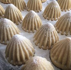 İçi bol malzemeli bu Atom Kurabiyeden yapmak isteyenler tariften yola çıkara… Those who want to make this Atomic Cookie with plenty of ingredients can benefit from the recipe. East Dessert Recipes, Healthy Snacks, Healthy Recipes, Turkish Recipes, Cookies Et Biscuits, Perfect Food, Chocolates, Cookie Recipes, Granola
