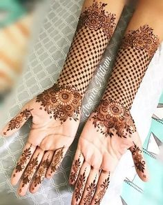 Explore latest Mehndi Designs images in 2019 on Happy Shappy. Mehendi design is also known as the heena design or henna patterns worldwide. We are here with the best mehndi designs images from worldwide. Henna Hand Designs, Dulhan Mehndi Designs, Mehndi Designs Finger, Stylish Mehndi Designs, Mehndi Designs For Beginners, New Bridal Mehndi Designs, Mehndi Design Photos, Beautiful Mehndi Design, Latest Mehndi Designs