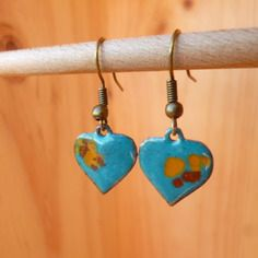 Boucles d 'oreilles, coeurs turquoise, émaillées, cuivre, rustique, organique, hearts, amour