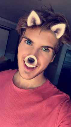 Joey Graceffa has the most amazing eyes they are so beautiful Celebrity Travel, Celebrity Dads, Cool Eyes, Amazing Eyes, Caspar Lee, Ricky Dillon, Joey Graceffa, Kian Lawley, Jc Caylen