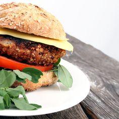 Veganmisjonen: Saftig potetburger med kidneybønner og sesamfrø